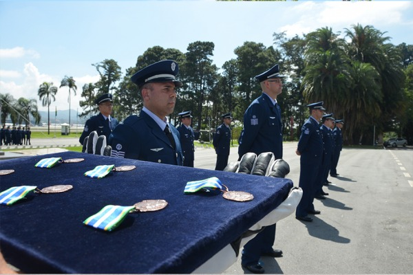 O Dia do Especialista celebrado em 25 de março foi antecipado para esta sexta-feira (23) em diversas Unidades do País
