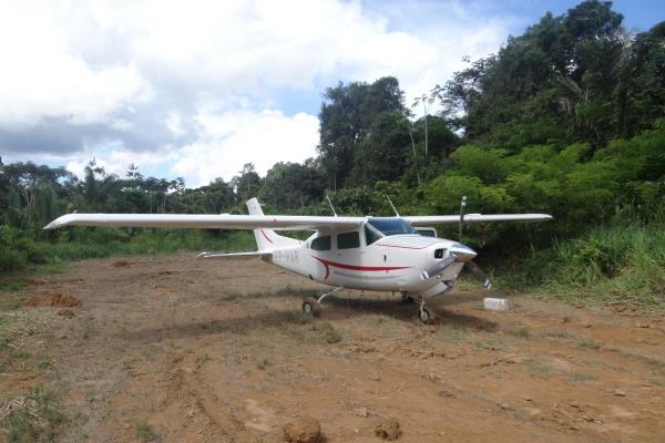 Avião identificado transportando droga