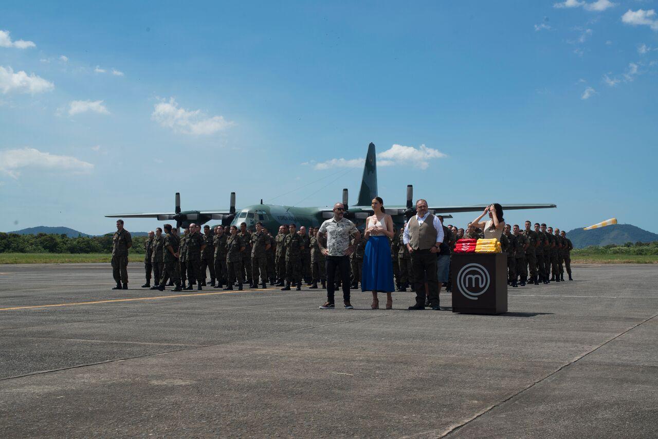 Participaram da gravação 150 militares da Força Aérea Brasileira