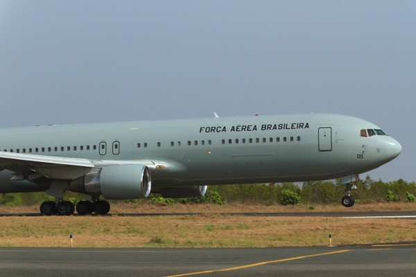 Boeing 767 da FAB decola com venezuelanos a bordo