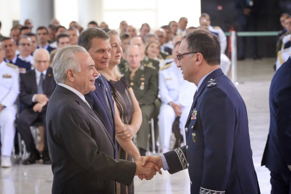 Major-Brigadeiro Reis cumprimenta o Presidente
