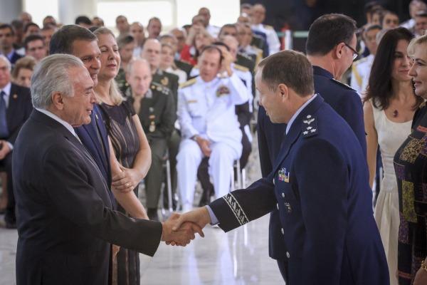Major-Brigadeiro Mrad cumprimenta o Presidente