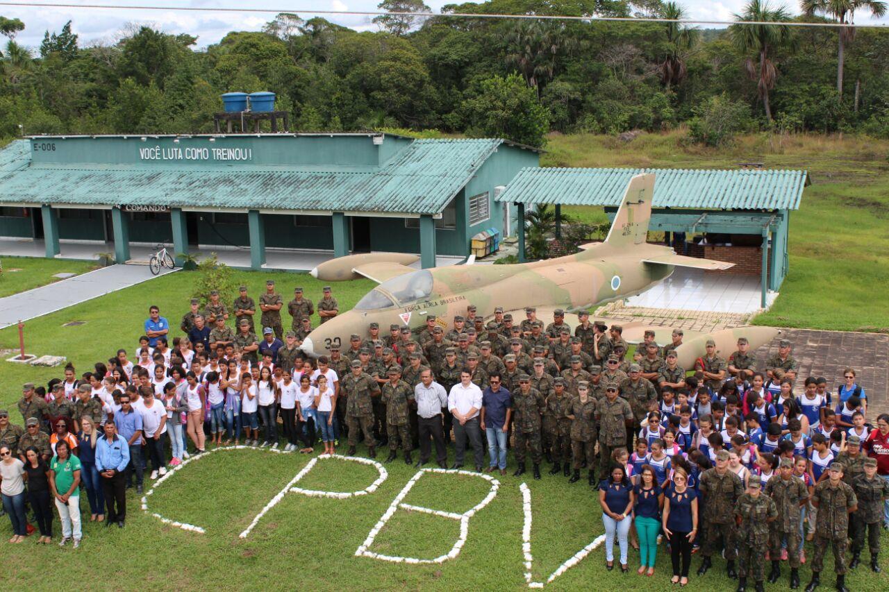 Unidades da FAB recebem alunos da rede municipal de ensino para atividades extracurriculares