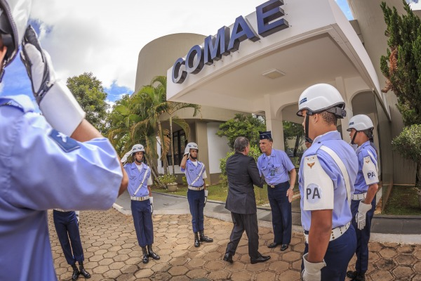 Ministro interino Silva e Luna conheceu, entre outras estruturas, a que é responsável pelo funcionamento do satélite geoestacionário brasileiro