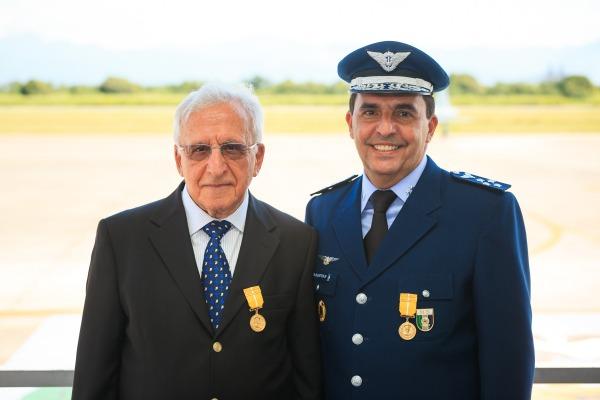 Tenentes-Brigadeiros Baptista e Baptista Junior receberam Medalha Eduardo Gomes