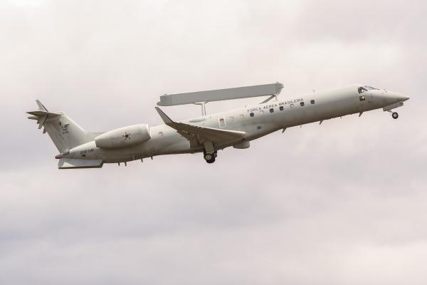 FAB intercepta avião suspeito de tráfico sobre o Pantanal