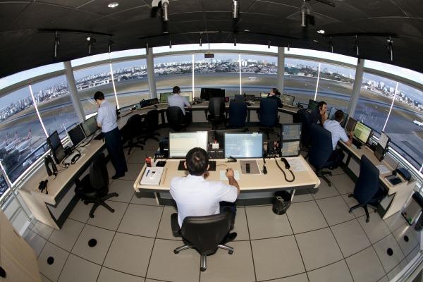 O questionário é direcionado a pilotos (civis e militares) e controladores de tráfego aéreo