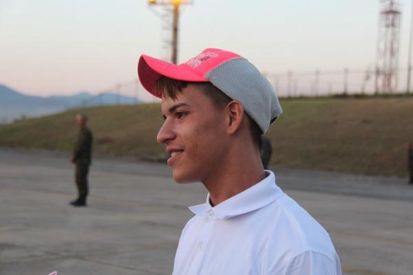 Edwin quer trabalhar no Brasil para ajudar sua família
