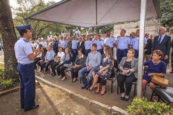 Familiares, amigos e militares se despedem de Oficial-General
