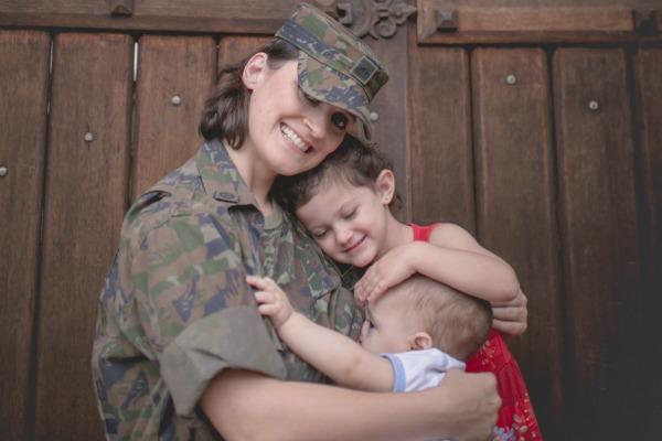 Tenente Andressa e os filhos: Sabine e Ian