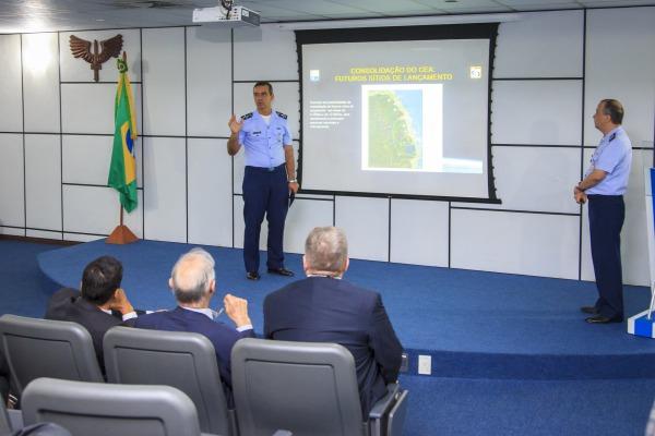 Diretor-Geral do DCTA fala aos visitantes