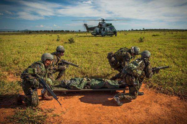 Comitiva composta pelo Ministro da Defesa e pelo Comandante da Aeronáutica esteve na Ala 5 para conhecer os resultados do exercício