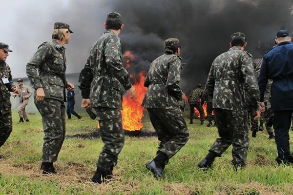 Os alunos foram orientados quanto a procedimentos de combate a incêndio