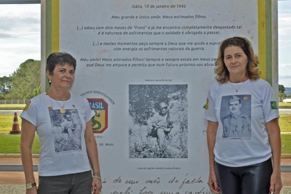 As irmãs Elizabeth e Miriam De Léo representam o pai, ex-integrante da FEB