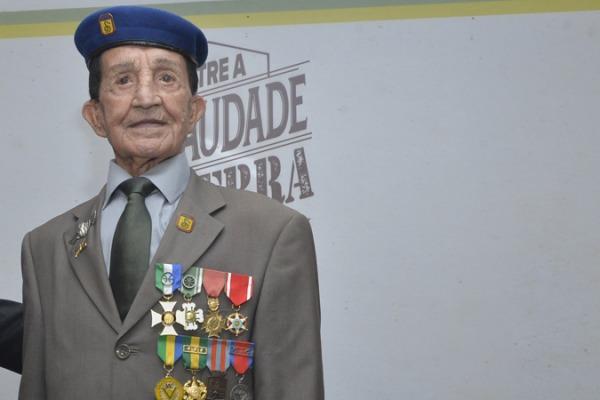 Coronel Nestor da Silva relembra histórias da guerra durante o evento