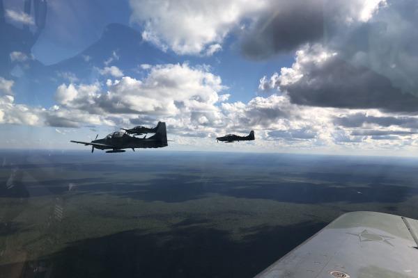 Durante 45 dias, militares de manutenção fazem adestramento e pilotos realizam bombardeios para testar sistemas de armas dos aviões