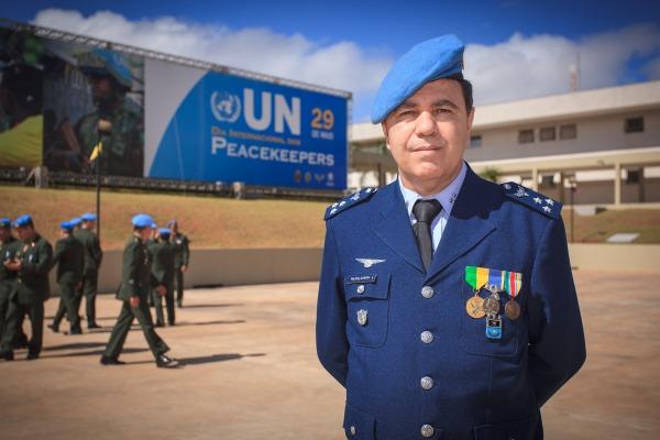 Major-Brigadeiro do Ar Almeida auxiliou na garantia da paz da ex-Iugoslávia