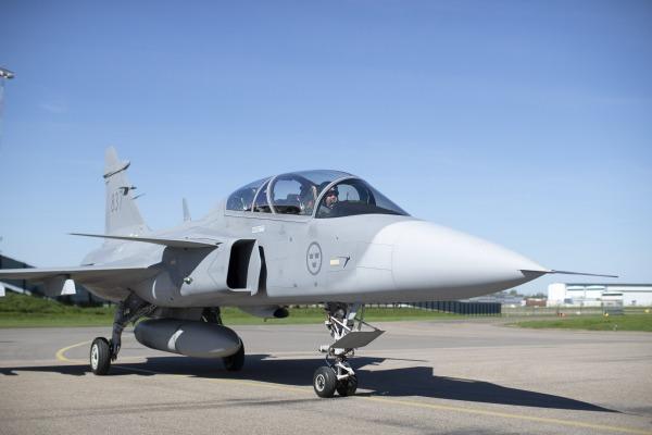 Os novos pilotos e engenheiros de ensaio serão engajados em programas como o da aeronave KC-390