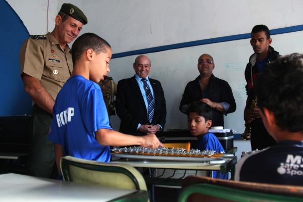 Base Aérea de São Paulo atende a 200 crianças e adolescentes