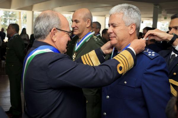 Tenente-Brigadeiro do Ar Jeferson Domingues de Freitas é condecorado