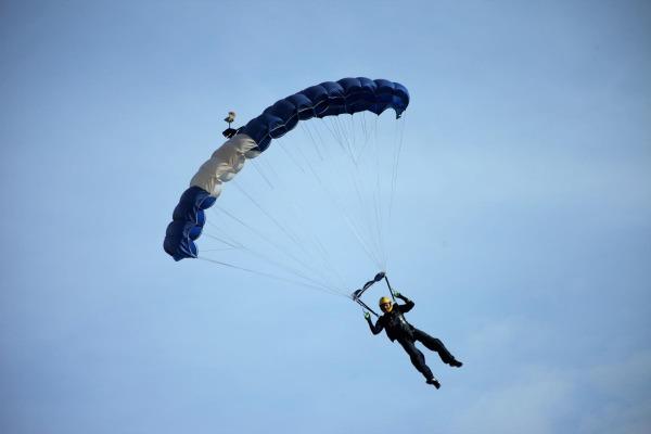 A competição serve de seletiva para o Campeonato Mundial Militar de Paraquedismo