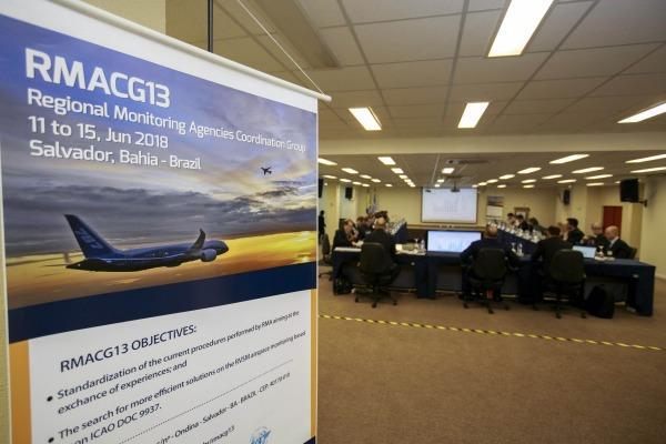 As agências supervisionam uma série de parâmetros de navegação aérea que garantem a eficiência e a segurança de voo internacional