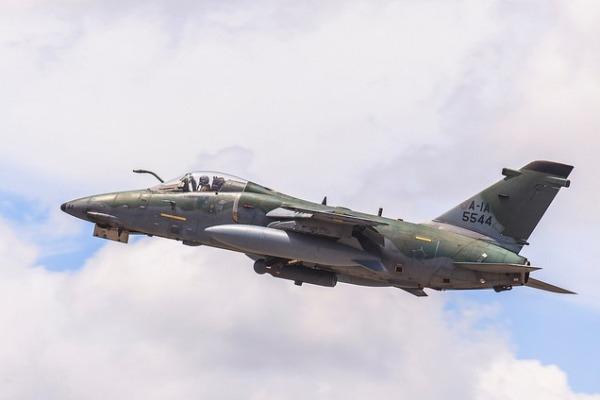 Esquadrão Poker opera aeronaves A-1