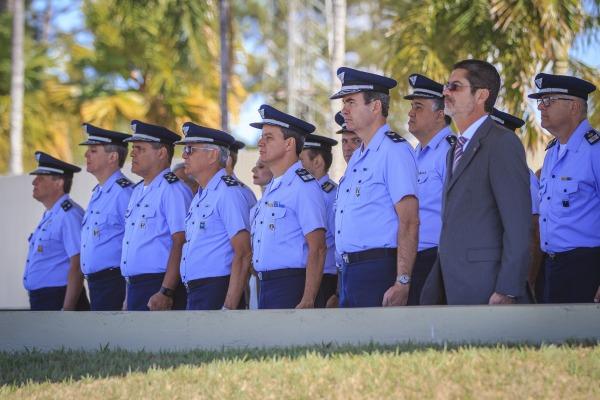 Oficiais-generais participam da cerimônia militar