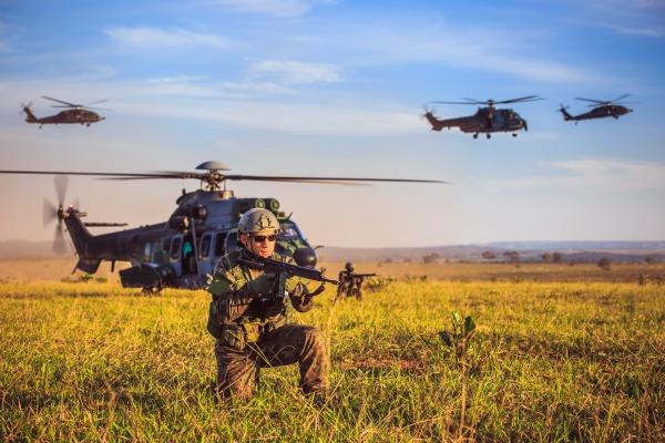 Matéria de capa aborda o Exercício Operacional Tápio, realizado em Campo Grande (MS)
