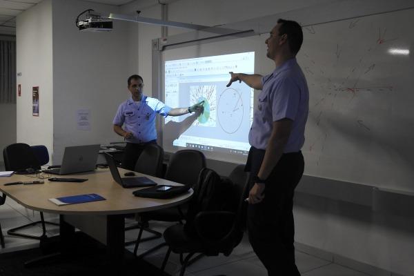 Controladores de tráfego, representantes de empresas aéreas e associações da aviação civil participaram das reuniões
