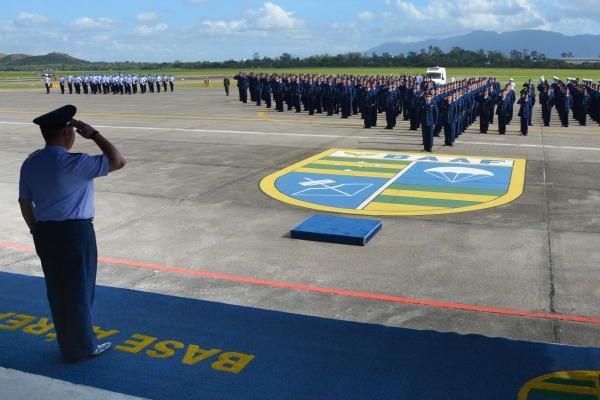 Os novos integrantes da Força Aérea prestaram compromisso à Bandeira Nacional nas regiões Norte e Sudeste do país