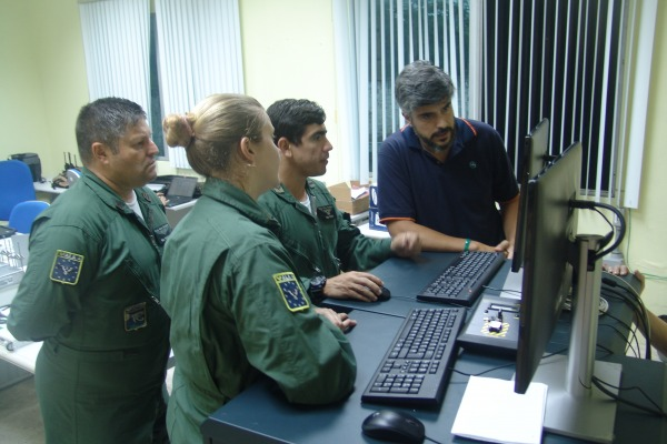 Formação consiste em fase teórico-prática e prática com operação assistida