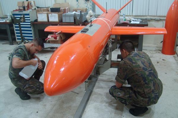 Aeronaves são utilizadas em exercícios com armamento de emprego militar