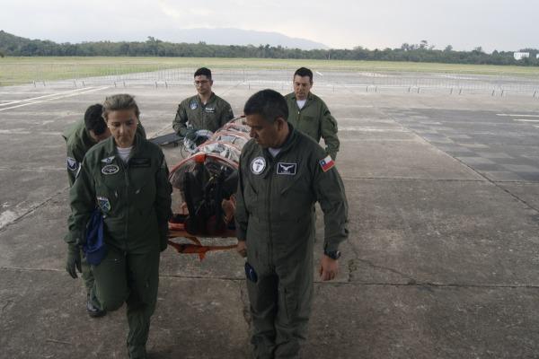 Objetivo foi a troca de conhecimentos sobre os cuidados em voo com pacientes contaminados