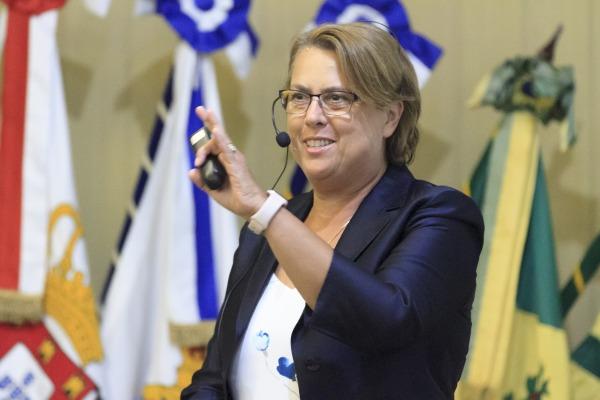 Em seu segundo dia de atividades no Brasil, Diretora do UNOOSA conhece estruturas do programa espacial na Capital Federal