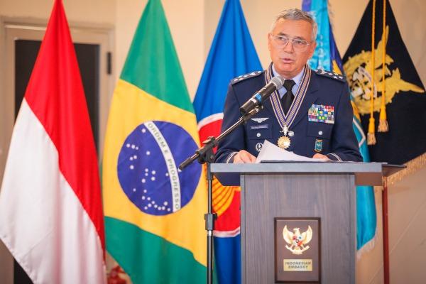 Comandante da Força Aérea Brasileira agradeceu a homenagem