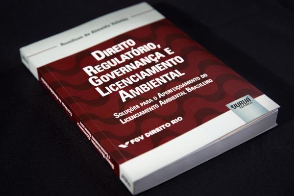 A publicação tem ênfase nos princípios, regras, métodos e valores extraídos do sistema jurídico estadunidense