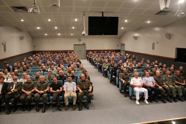 Comitiva visitou Organizações das três Forças Armadas sediadas em Manaus e na fronteira noroeste brasileira