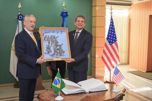 Ministro Silva e Luna recebe Secretário de Defesa dos EUA, James Mattis