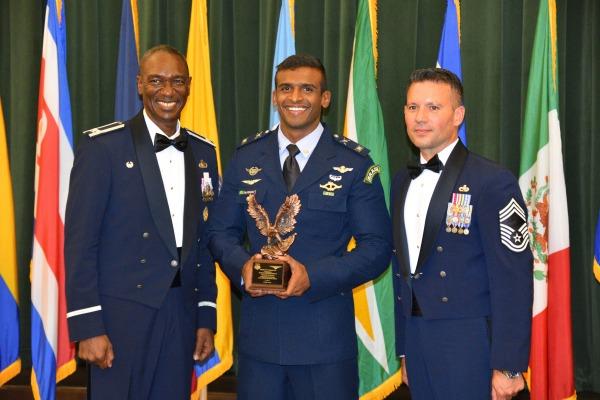 O militar agraciado foi aluno-destaque do curso da Inter-American Air Forces Academy (IAAFA)