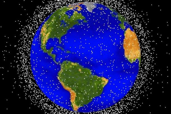 Reprodução feita pela NASA mostra a quantidade de veículos espaciais em órbita
