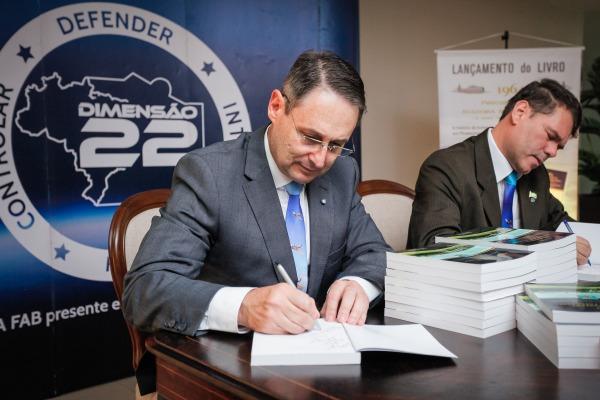Livro relembra transferência da sede da Escola de Aeronáutica do Rio de Janeiro para o estado de São Paulo
