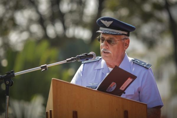 Major-Brigadeiro Intendente Vilmar em discurso durante a cerimônia