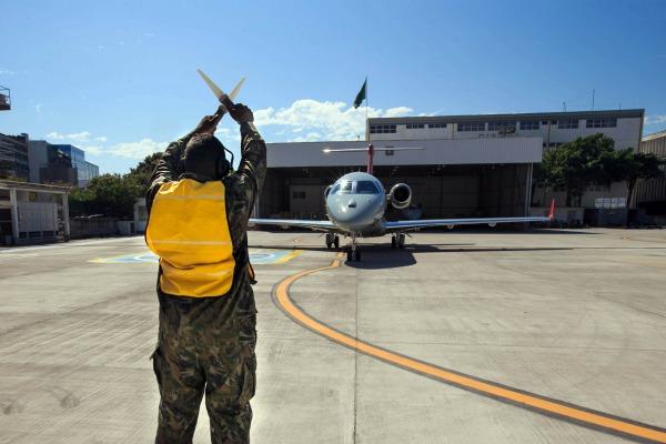 Avião cumpre atividade de inspeção em voo e de radiomonitoragem