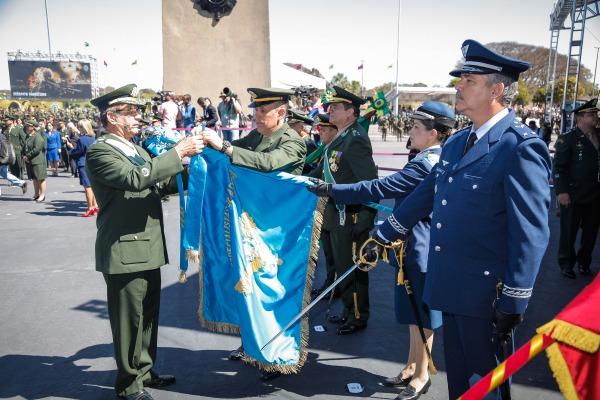 Escola de Especialistas de Aeronáutica foi condecorada