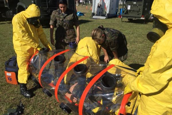 Os envolvidos puderam efetuar um exercício simulado interagências para o resgate de vítimas