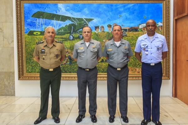 A isenção de impostos em produtos de defesa e o uso do porta-helicópteros Atlântico por militares das três forças foram alguns dos assuntos debatidos