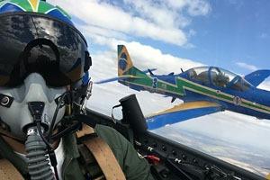 Repórter voou no avião da Esquadrilha em um treino de demonstração