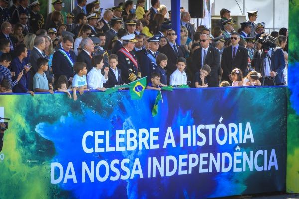 Brasilienses prestigiaram o evento que contou também com a apresentação de aeronaves operacionais e da Esquadrilha da Fumaça
