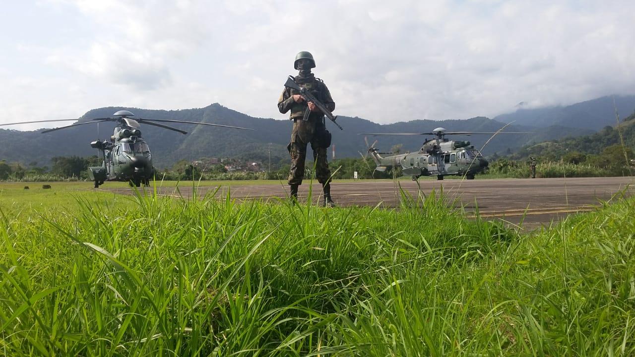 Militares provêm segurança e guarda do Aeródromo de Angra dos Reis